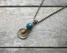 Bijou de créateur - Collier bohème bronze et bleu, perle en céramique bleu de Prusse : Collier par joaty