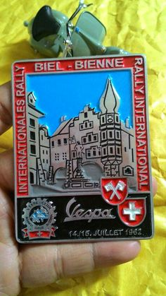 Badge rally Vespa club suisse  1962  Size. 6.2cm to 8.5cm