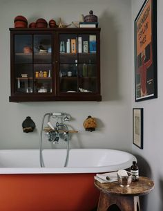 The vintage bath was reclaimed from Chelsea Manor Studios, where the cover for The Beatles' Sgt Pepper's Lonely Hearts Club Band album was shot. Bad Inspiration, Bathroom Inspiration, Bathroom Storage, Small Bathroom, Bathroom Ideas, Eclectic Bathroom, Nature Bathroom, Bathroom Niche, Barn Bathroom