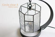 Nijiiro LampさんはInstagramを利用しています:「柄違いで組み合わせたクリアガラスを楽しんでほしいテーブルランプ『Circle clear S』です。どんな場所にもなじみやすいタイプです。 #ニジイロランプ #ステンドグラス #NijiiroLamp #stainedglass」