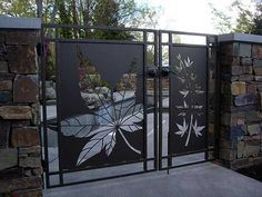 Iron Gate Decor Whilst historical around thought, your pergola has become having a bit of Steel Gate Design, Main Gate Design, Metal Gates, Wrought Iron Gates, Gate Designs Modern, Privacy Fence Designs, Grades, Front Gates, Driveway Gate