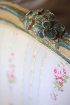 A beautiful vintage French cottage daybed & why it is major love Romantic Cottage, French Country Cottage, Cottage Style, French Farmhouse, French Daybed, Lace Bunting, Vintage Flag, Vintage Fairies, Love French