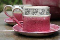 ספלים בורוד לבן עם פרחים   ceramics By laurie goldstein   מרמלדה מרקט