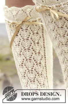 Knitted DROPS knee socks with lace pattern in Baby Knitting Patterns, Lace Patterns, Lace Knitting, Knitting Socks, Scarf Patterns, Knitting Machine, Knitting Tutorials, Drops Design, Lace Socks