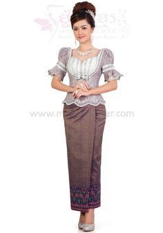 Myanmar Traditional Dress, Traditional Dresses, Lace Skirt And Blouse, Dress Lace, African Fashion Dresses, African Dress, African Wedding Attire, Khmer Wedding, Saree Dress