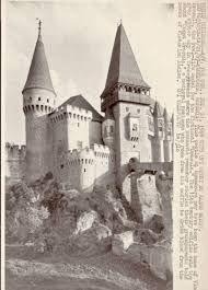 Imagini pentru adevaratul castel a lui dracula