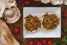 Le capesante gratinate alla provenzale sono un piatto veloce e facile da preparare, ma di grande effetto.