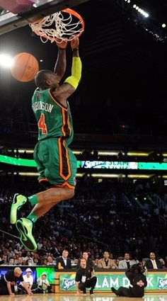 Nate Robinson College Basketball, Basketball Court, Nba Slam Dunk Contest, Nate Robinson, American Sports, Wnba, Nba Players, Chicago Bulls, All Star