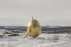 Long have we admired the Scandinavian countries for their unique designs, stunning architecture andgiving ushygge. But now they have given us something even better – asauna shaped like a giant goldenegg. Designed by artists Bigert & Bergström of Sweden, The Solar Egg was first placed in Luossabacken in Kiruna – Sweden's Northernmost town.