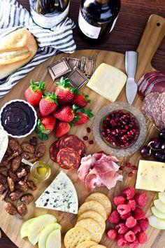 Ideas for wedding food platters brunch Food Platters, Cheese Platters, Menu Saint Valentin, Chocolate Chili, Chocolate Shop, Cake Chocolate, Charcuterie And Cheese Board, Cheese Boards, Best Cheese