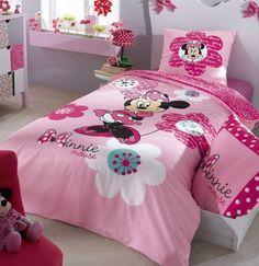 Collection de parure de lit pour fillette Minnie #minnie #disney #francoisesaget Francoise Saget, Comforters, Outdoor Living, Blanket, Bed, Disney, Collection, Home, Design