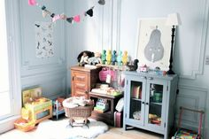 Via If you want to update a girl's bedroom, today we bring you seven great ideas to get inspiration. All of them are really feminine spaces which avoid those typical pink rooms. Nordic Style Girl's Room The first one is a Nordic style room where neutral tones like black and white are the main features …