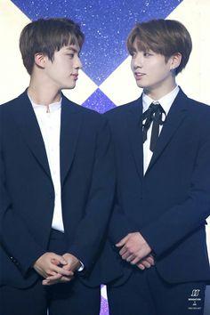 Jin and Jungkook❤ BTS At The 26th Seoul Music Awards (170119) #BTS #방탄소년단