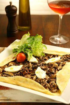 Crepe de cogumelos, prato servido no restaurante Le Poème Bistrô (Foto: Codo Meletti / Editora Globo)