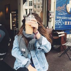 Image uploaded by Moon. Find images and videos about girl, outfit and indie on We Heart It - the app to get lost in what you love. Tmblr Girl, Fall Outfits, Casual Outfits, Shotting Photo, Foto Pose, Looks Cool, Look Fashion, 90s Fashion, Girl Fashion