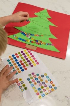 Create an adorable Christmas tree with stickers while working fine motor skills - win, win! (art activities for kids christmas) Kids Crafts, Preschool Christmas Crafts, Christmas Tree Crafts, Daycare Crafts, Winter Crafts For Kids, Christmas Fun, Winter Kids, Craft Kids, Christmas Activities For Preschoolers