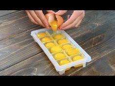 Mette le uova nel contenitore del ghiaccio: il trucchetto da provare - YouTube