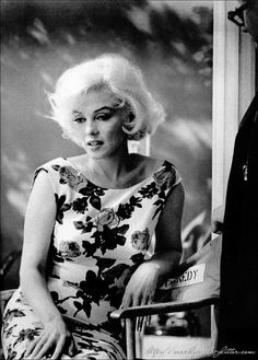 Marilyn Monroe 1962 behind the scenes of Something's Got To Give. She looks sad and withdrawn here. Marilyn Monroe 1962, Bert Stern, Annie Leibovitz, Robert Mapplethorpe, Vintage Hollywood, Classic Hollywood, Most Beautiful Women, Beautiful People, Absolutely Gorgeous