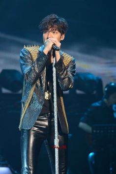 Lee Min Ho (on tour 2014 ) Skinny Leather Pants, Men's Leather Jacket, Minho, Lee Min Ho Photos, Rain Suit, Now And Forever, Korean Music, Skin Tight, Pop Group