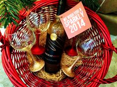 (diy tutorial) glittered wine glasses and chocolate wine with free printable gift tag