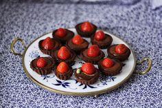 Děvče u plotny: Čokoládové tartaletky Raspberry, Strawberry, Fruit, Desserts, Food, Tailgate Desserts, Meal, The Fruit, Dessert
