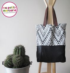 DIY: a bag Bi-material: the trendy bag - # Bimatière . Couture Cuir, Coin Couture, Couture Sewing, Summer Tote Bags, Diy Tote Bag, Diy Sac Toile, Diy Clutch, Clutch Bag, Bag Patterns To Sew