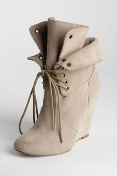 Betsey Johnson  Dayna Lace-Up Wedge Ankle Boot