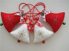 Christmas Crafts To Make, Felt Christmas Decorations, Felt Christmas Ornaments, Christmas Sewing, Christmas Embroidery, Christmas Bells, Christmas Art, Christmas Wall Hangings, Felt Crafts