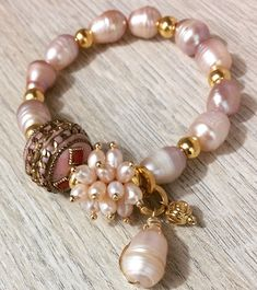 The sterling silver bracelets have been popular amongst ladies. These bracelets are readily available in various shapes, sizes and designs. Pearl Jewelry, Wire Jewelry, Jewelry Crafts, Beaded Jewelry, Jewelery, Pearl Bracelet, Ankle Bracelets, Jewelry Bracelets, Handmade Bracelets