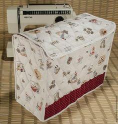 Швейная машинка, как бы часто вы ей ни пользовались, все равно иногда отдыхает от вас :) И в этот период покоя неплохо было закрыть её от пыли, которую она имеет свойство притягивать. Вариантов чехлов для швейной машинки, наверное, не так и много. Я для себя определила несколько. Заказчики часто просят, чтобы в зачехленной машинке была возможность поднять ручку и перенести машинку в другое место.