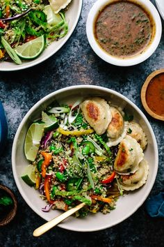 Quinoa Rainbow Veggie Dumpling Bowls- skip the edamame. Chopped spinach instead of cabbage. Halve the dressing, dress salad & toss before plating. Sandwiches Gourmets, Vegetable Dumplings, Whole Food Recipes, Cooking Recipes, Cooking Tips, Vegetable Quinoa, Veggie Food, Clean Eating, Healthy Eating