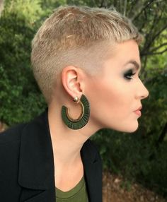 Pixie Cut with a Tapered Fade - 20 Bold Androgynous Haircuts for a New Look - The Trending Hairstyle Super Short Pixie, Edgy Short Hair, Really Short Hair, Short Hair Cuts, Short Hair Styles, Pixie Cuts, Miley Cyrus Hair, Androgynous Haircut, Crop Haircut