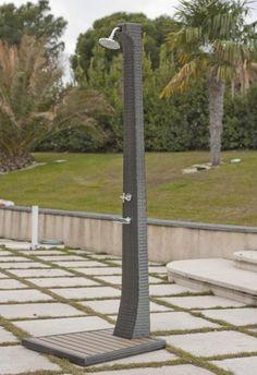 Tryun TY1809 Ducha Rattan Para Piscinas Jardin Ducha jardín con estructura de aluminio. Recubierta de rattan sintético Base en polywood. Medidas: 230x70x80 cm