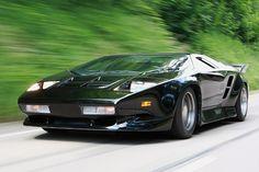 Vector W8- 650 BHP Top Speed 220 MPH