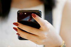 СМИ узнали о планах Apple выпустить новый iPhone 7 http://mnogomerie.ru/2016/11/08/smi-yznali-o-planah-apple-vypystit-novyi-iphone-7/  iPhone 7 Jet Black Компания Apple расширит цветовую линейку iPhone 7 и выпустит смартфон в белом глянцевом корпусе Pure White. Об этом пишет сайт Macotakare со ссылкой на анонимный источник. Поводом для создания устройства в новом цвете стал высокий спрос на модель Jet Black. Сроки поступления белого iPhone 7 в продажу не называются. Редакция портала […]