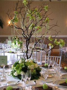 Love this, bit with white flowers for my wedding! twiggy center piece = branch and glitter spray paint, with flowers or paper butterflies Tree Centerpieces, Flower Decorations, Wedding Centerpieces, Wedding Decorations, Centrepieces, Perfect Wedding, Our Wedding, Dream Wedding, Spring Wedding