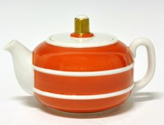Tea pot by Nora Gulbrandsen for Porsgrund Porselen. Machine Age, Nordic Design, Deco, Modern Classic, Scandinavian, Tea Pots, Porcelain, Pottery, Clay