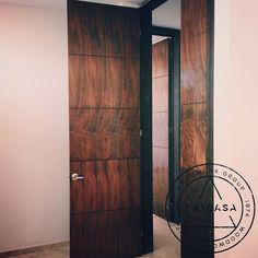 En proceso de instalación de puertas elaboradas en madera #tzalam. Diseño: Arq. L.Q. #tricasa #woodwork #group #excelenciaencarpinteria