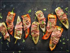 Try Grilled stuffed peppers by FOOBY now. Or discover other delicious recipes from our category main dish. Grilled Stuffed Peppers, Lard, Food Trends, White Bread, Garlic Bread, Cooking Time, New Recipes