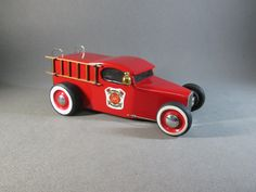Fire Truck II Wooden Toy Cars, Wood Toys, Wood Crafts, Diy And Crafts, Pinewood Derby Cars, Whittling, Electronics Projects, Fire Trucks, Wood Carving