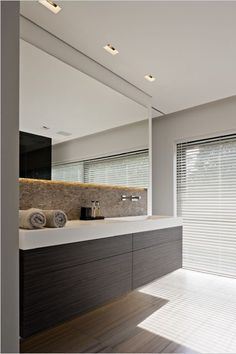 20 Beautifully Done Brown and White Bathroom Design Ideas Large Bathroom Mirrors, Brown Bathroom, Large Bathrooms, Modern Bathroom, Small Bathroom, Master Bathroom, Light Bathroom, Large Bathroom Furniture, Bathroom Toilets