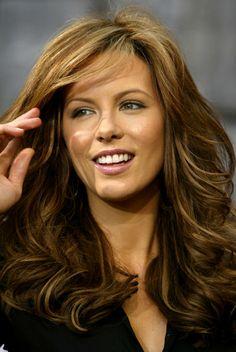 Kate Beckinsale mit voluminösen Wellen !Top Frisuren & Styles!