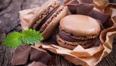biscuits and chocolate macaroons - biscuits et macarons au chocolat Chocolate Recipes For Kids, Dessert Recipes For Kids, Dessert Food, Dessert Table, The Chew Recipes, Cake Recipes, Macaron Bleu, Macaron Wallpaper, Hd Wallpaper
