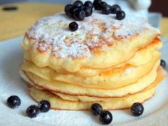 Pancakes at yogurt in 30 minutes: the perfect breakfast. How To Cook Pancakes, Crepes And Waffles, Cooking Bread, Cooking Recipes, Breakfast Recipes, Dessert Recipes, Delicious Desserts, Yummy Food, Hungarian Recipes