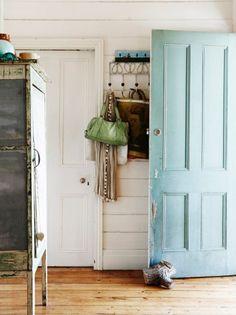 DIYs you can do around the house: DIY Wood Doorstop
