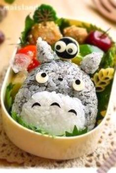 Kyaraben (or chara-ben), a shortened form of character bento Bento Box Lunch For Kids, Bento Kids, Lunch Box, Kawaii Bento, Cute Bento, Desserts Japonais, Japanese Lunch, Japanese Food, Bento Recipes