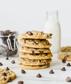 A stack of peanut butter-oatmeal chocolate chip cookies with chocolate chips and Cookies whoopie pies biscuits Peanut Butter Oatmeal, Oatmeal Chocolate Chip Cookies, Peanut Butter Recipes, Chocolate Chip Recipes, Best Cookie Recipes, Peanut Butter Cookies, Chocolate Chips, Chocolate Cake, Biscuits