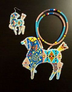 Beautiful Beaded Horses Be place & Earrings Native Beadwork, Native American Beadwork, Powwow Beadwork, Seed Bead Projects, Beading Projects, Beaded Earrings, Beaded Jewelry, Beadwork Designs, Native Design