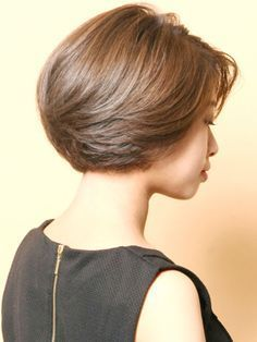 This wavy bob hairstyles are amazing! Short Hair With Layers, Short Hair Cuts For Women, Layered Hair, Short Stacked Hair, Layered Bob Hairstyles, Short Bob Haircuts, Medium Hair Styles, Curly Hair Styles, Shot Hair Styles