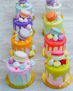 A feast of color with mini drip cakes to tantalize taste buds! Cake A feast of color with mini drip cakes to tantalize taste buds! Bolo Drip Cake, Bolo Cake, Drip Cakes, Food Cakes, Cupcake Cakes, Mini Cupcakes, Cake Cookies, Patisserie Fine, Mini Tortillas